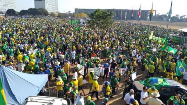 Bolsonaristas massacram oposicionistas em número de manifestantes