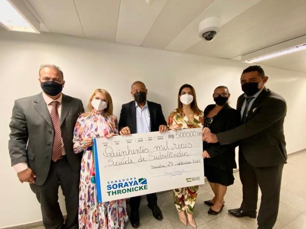 Soraya entrega R$ 500 mil à prefeita de Sidrolândia e ouve novas demandas