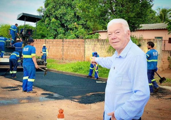 Zé de Oliveira confere pavimentação de ruas na Nova Rio Verde
