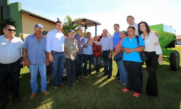 Governador entrega patrulha para Chapadão e beneficia 59 famílias de agricultores