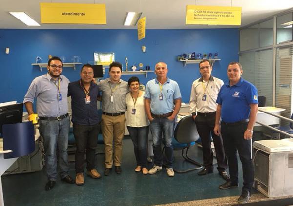 Diretores do sindicato visitam unidade bancária assaltada