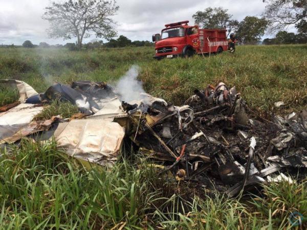 Pelo menos uma pessoa morreu em queda de avião