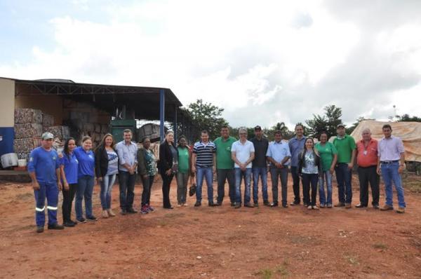 Vereadores analisam melhorias no lixão do município