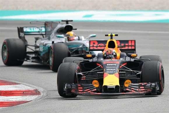Verstappen bate Hamilton