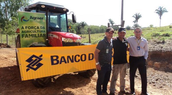 Agraer auxilia produtor a ter acesso a trator compacto com ar condicionado