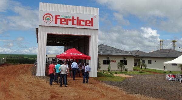 Grupo inaugura fábrica de fertilizantes com apoio do Governo