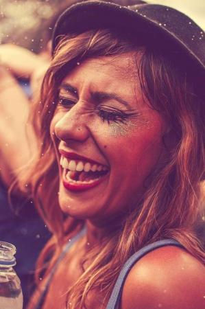 4 dicas para manter a pele do rosto hidratada no Carnaval