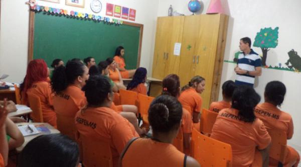 Detentas esclarecem dúvidas sobre saúde feminina