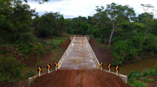 Governo vai asfaltar acesso à ponte e investir mais de R$ 2,5 mi em pavimentação urbana