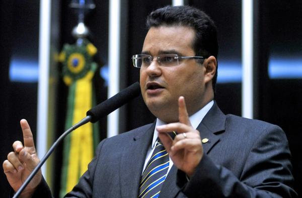 """""""Estado não pode corromper-se ao combater corrupção"""", diz deputado Fábio Trad"""