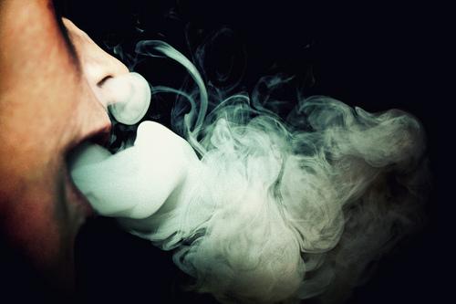 Fumaça do cigarro pode durar meses em uma casa