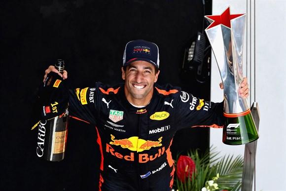 Ricciardo dá show no GP da China