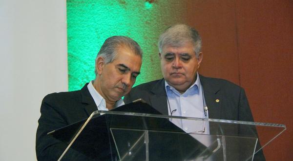 Reinaldo Azambuja inaugurou residencial com ministro Marun