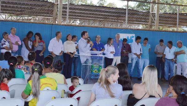 Vereadores comemoram conquista da casa própria para 200 famílias