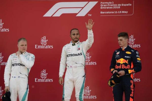 Hamilton vence de novo e abre 17 pontos para Vettel