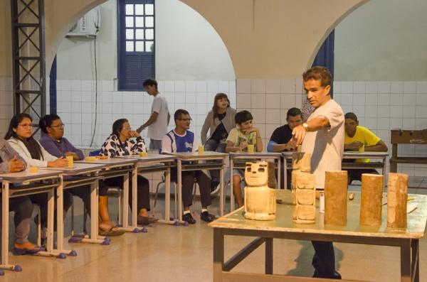 Alunos aprendem a fazer os bugrinhos de Conceição