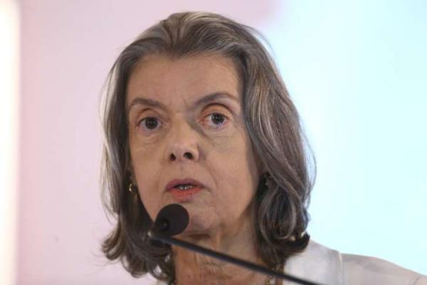 Cármen Lúcia assume pela 2ª vez a Presidência