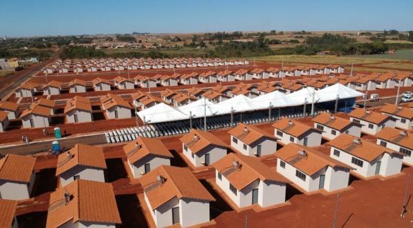 Governos entregam moradias para 233 famílias