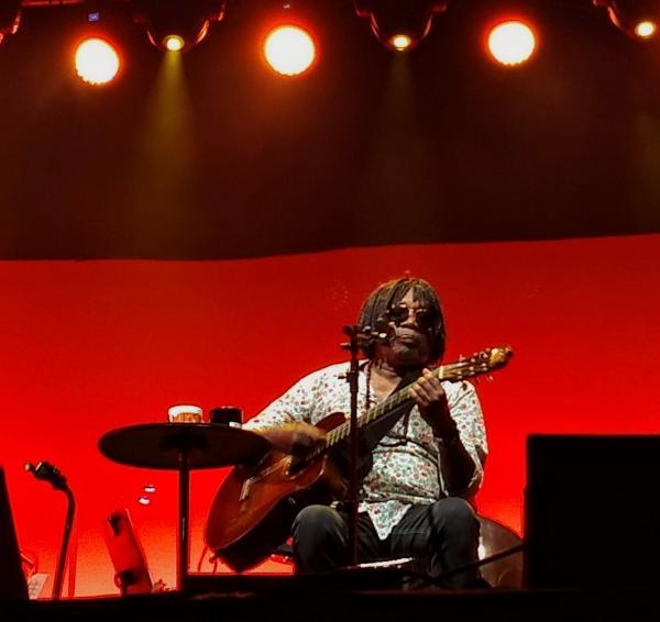 Milton Nascimento é ovacionado no Festival de Inverno de Bonitopúblico Aos 75 anos, 'Bituca' emociona plateia com canções e sua relação com os povos indígenas de MS