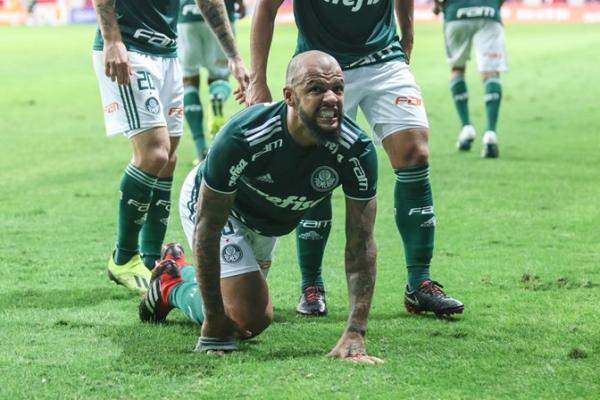 Felipe Melo faz o primeiro gol no ano pelo Palmeiras e o dedica a Bolsonaro