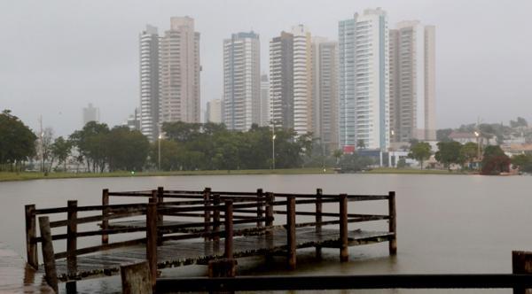 Quinta-feira começa com céu nublado e possibilidade de pancadas de chuva na Capital