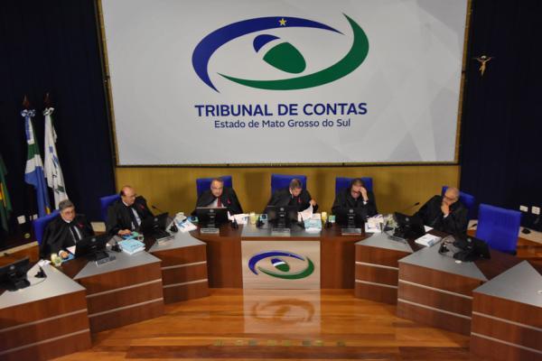 TCE-MS apreciou 68 processos em sessão