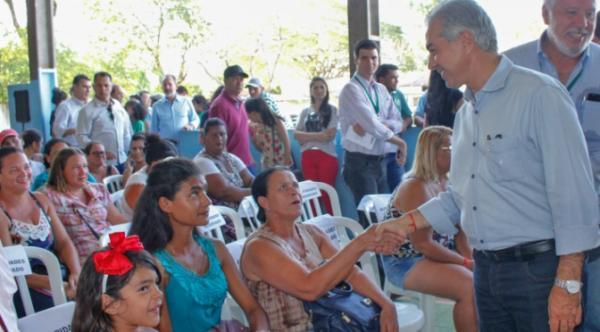 Reinaldo Azambuja assina maior contrato do programa Lote Urbanizado
