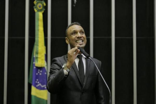Milhares de deficientes podem ser beneficiados com projeto de lei de Júnior Coringa