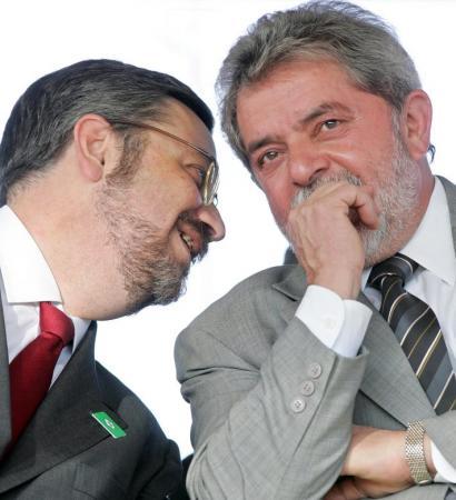 Palocci diz que entregou dinheiro vivo a Lula em caixas de celular e de uísque