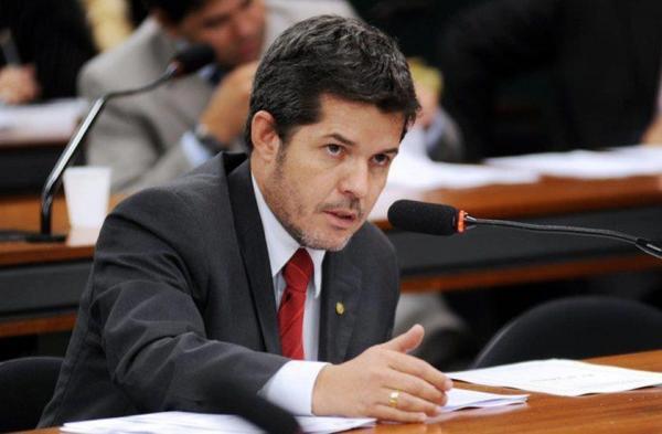 Líder do PSL diz que MP está 'fazendo terrorismo' com Flávio Bolsonaro