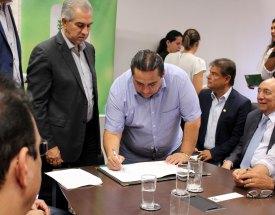 Prefeito e governador assinam convênio para construção de escola no São Lourenço