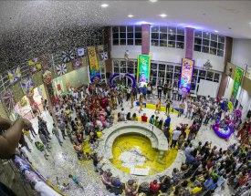 Maior folia de Momo do Centro Oeste brasileiro foi aberta ontem no Centro de Convenções