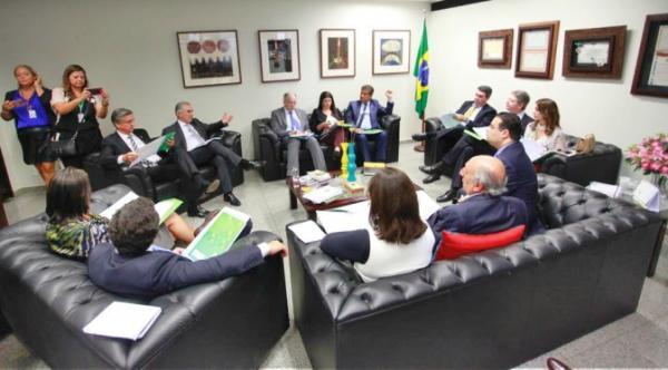 Reinaldo Azambuja discute Lei Kandir e concessão da BR-163 com bancada federal