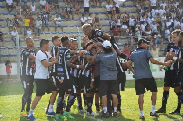 """Corumbaense """"samba"""" em cima do Urso com três gols de Romarinho"""