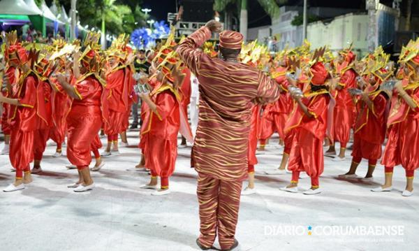 Império do Morro encerra desfiles com homenagem a procurador de Justiça