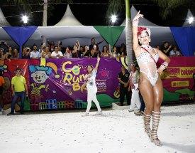 Cantando os 110 anos dos Divinos Santos do Brasil, Mocidade levantou o público