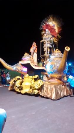 Escolas de Samba de Campo Grande deram um show de colorido e alegria na Passarela do Samba