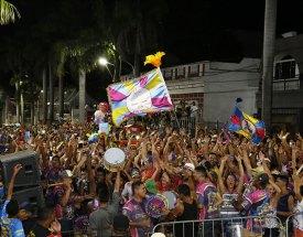 A Pesada conquista o Carnaval de Corumbá homenageando São Jorge, seu padroeiro