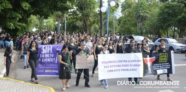 Manifestação pede respeito às mulheres após morte brutal de professora