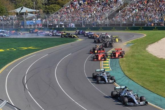 Leclerc confirma ordem da Ferrari para não ultrapassar Vettel