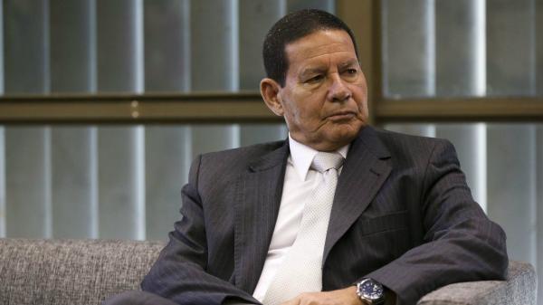 'É muito ruim ter um ex-presidente preso', diz Mourão sobre Temer