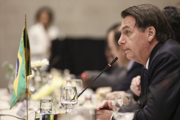 Bolsonaro diz que fim de visto para turistas beneficiará economia
