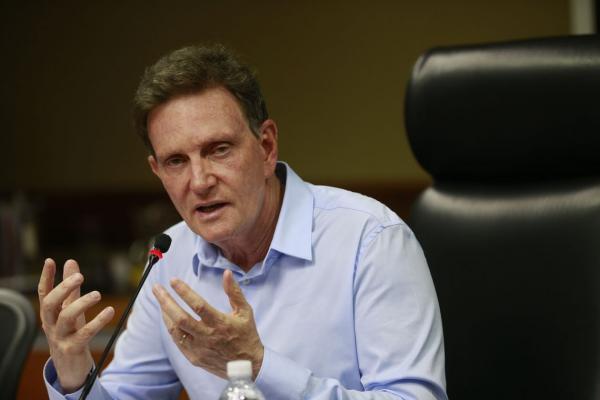 Câmara do Rio recebe pedido de impeachment de Crivella