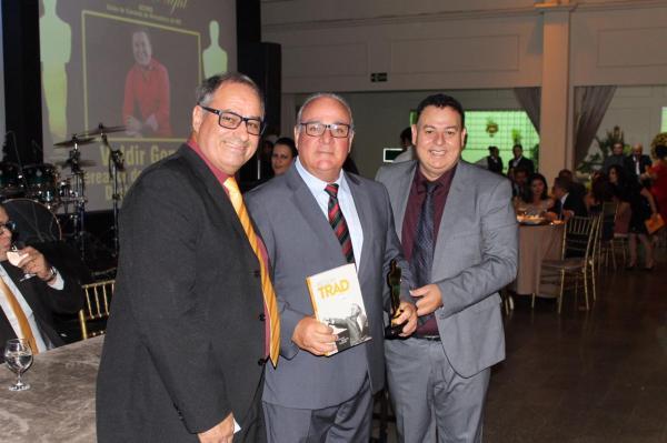 Vereador Dr. Maia recebeu o Troféu Nelson Trad da UCVMS