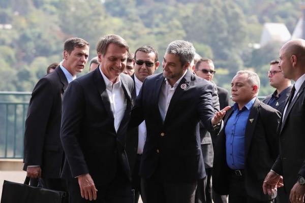 Presidentes lançam pedra fundamental da segunda ponte Brasil-Paraguai