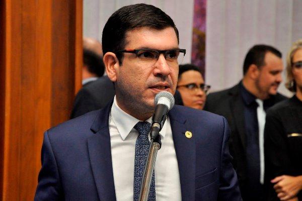 Jamilson Name quer mais acesso à telefonia em Rio Verde
