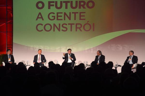 Maia anuncia agenda com o Senado para reestruturar o Estado
