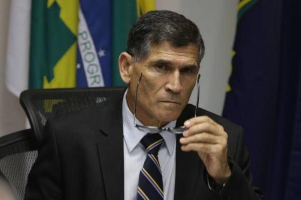 General Santos Cruz fala sobre o decreto o fim do MST/MTST