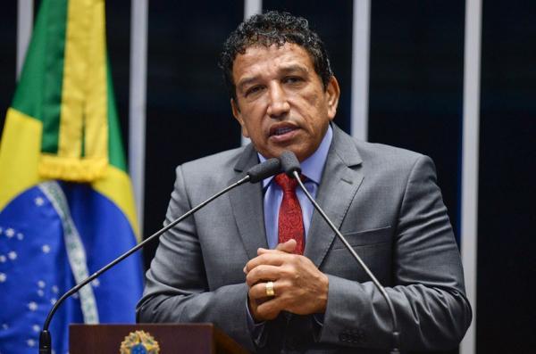 URGENTE: Magno Malta adverte que mídia tentará usar Adélio para 'derrubar' Bolsonaro na véspera..