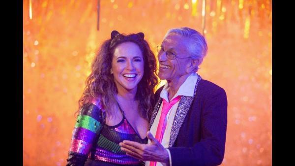 BOLSONARO posta marchinha em resposta a Daniela Mercury e Caetano Veloso
